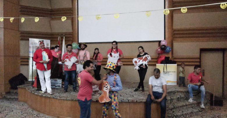 """Photo of عروض ترفيهية واستعراضات غنائية من """"فريق الفرح"""" لأطفال مستشفى 57357"""