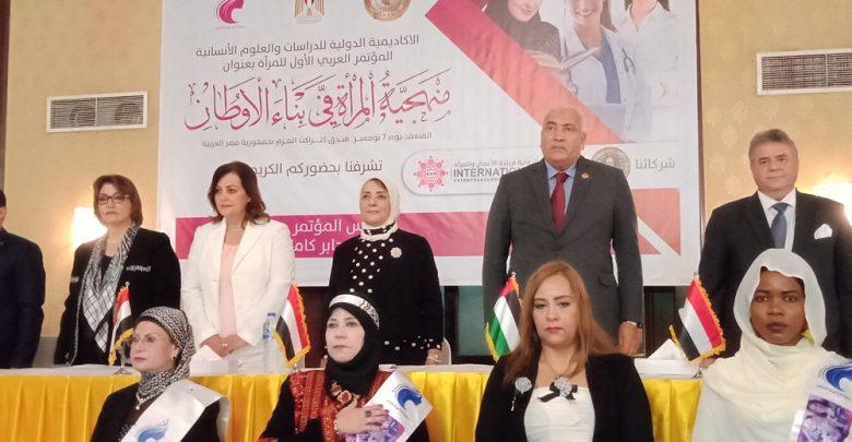 Photo of نائب وزير الصحة سابقا: المرأة تتولى المناصب القيادية..وتبني أجيال تتحمل مسئولية المستقبل