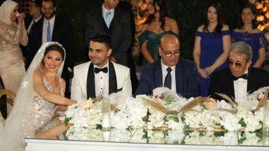 Photo of المطرب أحمد علاء يفاجيء زوجته بأغنية في حفل الزفاف